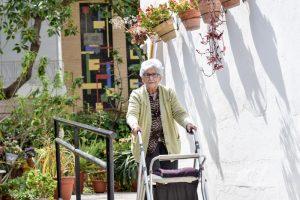 Residencia en Sevilla Aurora, accesibilidad para poder pasear