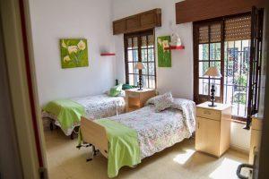 Camas habitaciones Residencia Aurora en Sevilla