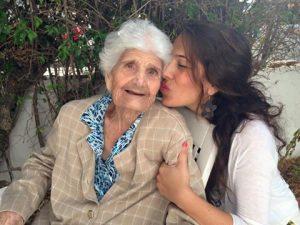 Cariño a nuestros mayores en la Residencia Aurora en Sevilla