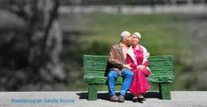 San Valentín deja su amor en la Residencia Aurora para personas mayores en Sevilla