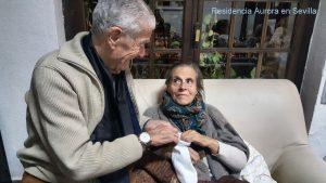 Pareja de enamorados en la Residencia en Sevilla Aurora.