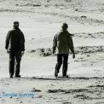 Personas mayores en la playa Residencia Aurora Sevilla