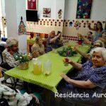 Limonadas y conversación en Residencia Aurora Sevilla
