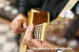 Tocar un instrumento de música en la tercera edad